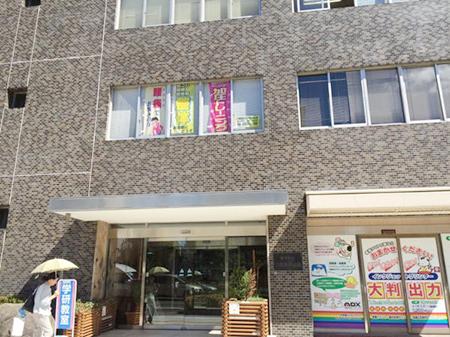 セブンイレブンさんの4つ先のビル(大阪木材会館)